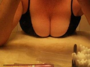 Horny mature slut in desperate need of sex tonight